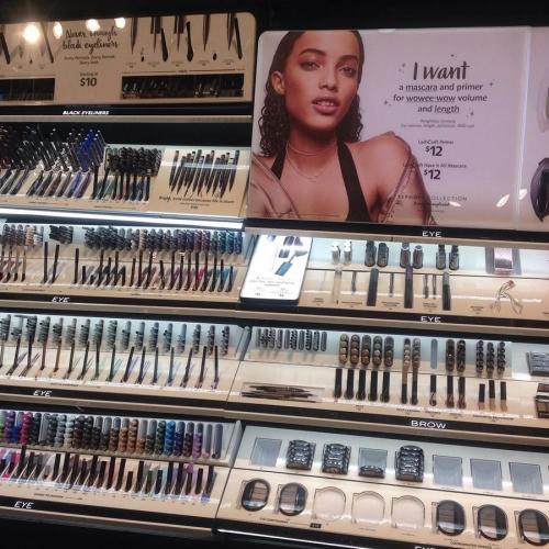 丝芙兰 彩妆化妆品展示架