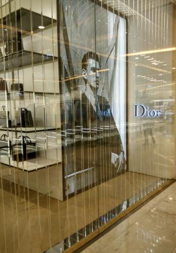 APEX品牌门店装修服装店衣服架欧美设计效果服装店展示货架挂衣架厂家定制设计